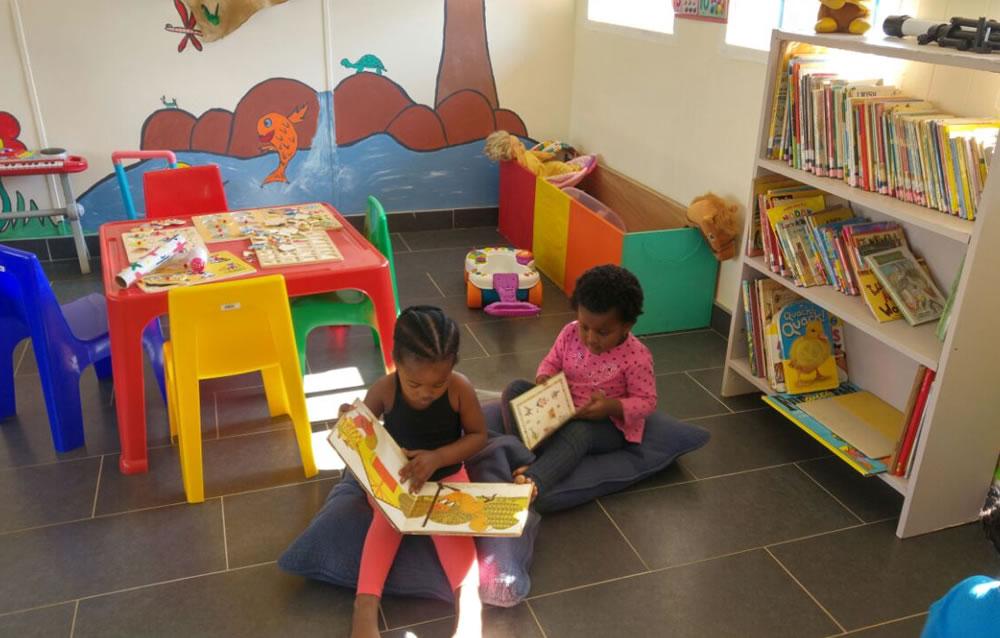 Kids reading - Amanzimtoti